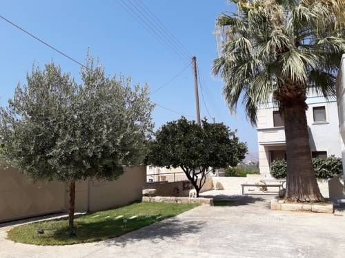 Plakoures Home Kounoupidhian� Plakoures Home is located in Kounoupidhian?, 7 km from Chania Town.  Every room at this guest house is air conditioned and features a flat-screen TV and DVD player. Certain units feature a seating area to relax in after a busy day.
