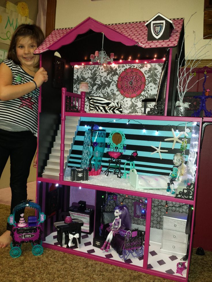 custom.monster+high+house | Maya's custom monster high doll house. Lagoona blue and Spectra have ...