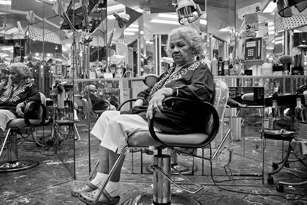 No verão de 2012, o fotógrafo Caleb Ferguson viajou pelo território dos EUA, documentando os americanos em seus mais diversos tipos de trabalho e mostrando a verdadeira identidade da população.Fica a inspiração para os fotógrafos brasileiros que estão sempre em busca de temáticas interessantes para suas fotos.