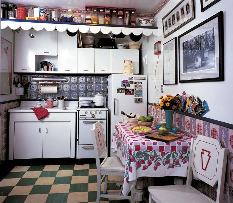 1940 Kitchen Was Designed Around Vintage Wallpaper Of That Period,  Purchased As Old Stock By