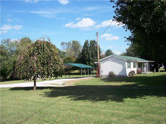 Country Living Located Between Nashville Bowling Green Ky Home On Solid Foundation Large Covered Deck Detached Carport 13 Exit Realty Property Nashville