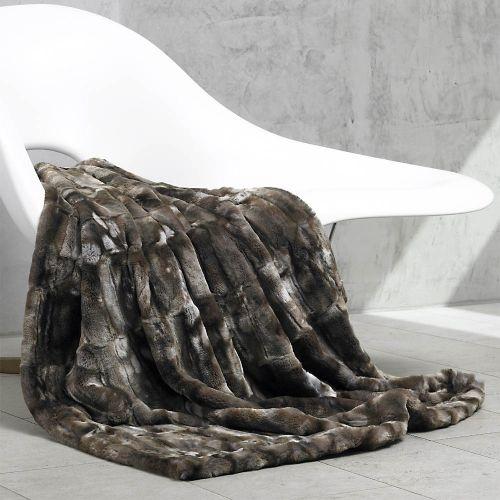 Plaid ou couvre lit en fausse fourrure de carma martre fonc linge de mais - Grand plaid fausse fourrure ...
