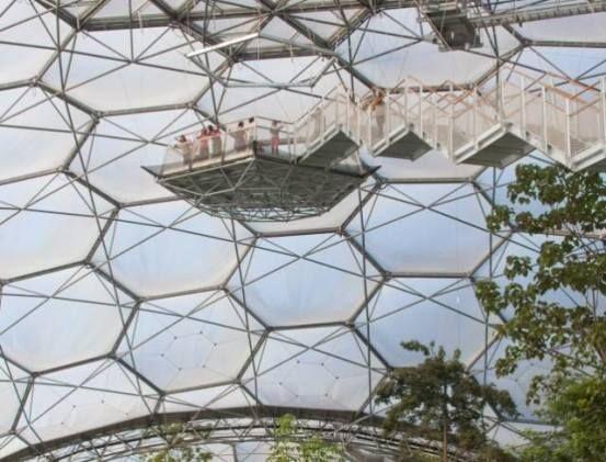 More than a million plants in the largest greenhouse of tropical forest in the world, the Eden Project - exemplarid.com - Mais de um milhão de plantas na maior estufa de floresta tropical do mundo, o Eden Project.