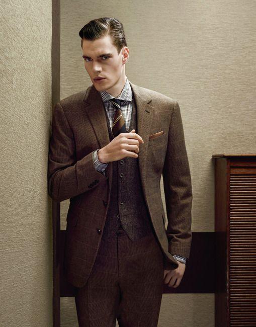 Costume deux boutons en laine et cachemire, Ralph Lauren Purple, 3 995 €.  Gilet en drap de laine, Hackett, 195 €. Chemise à carreaux en coton, Van  Laack, ... 80e8f7e3ad0d