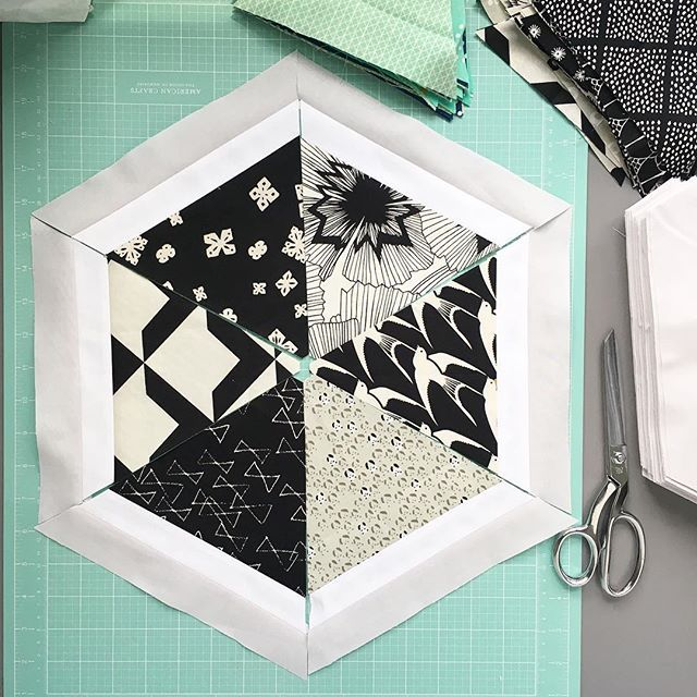 Well I thought I would be adding some color in this one but I'm kind of loving just the black and whites 😎. So I guess I'm currently making two #trianglehexiesquilt 😋. #fabricfromwestwoodacres #cottonandsteel #quiltylovepatterns #modernquilting #hexiequilt