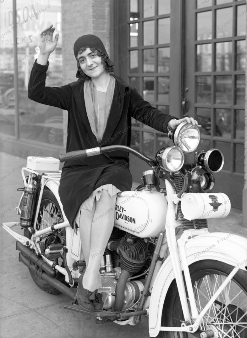 Details About 8x10 Print Flapper Poses With Harley Davidson Motorcycle 1930 1011898 In 2020 Harley Davidson Vintage Harley Motorcycle Harley