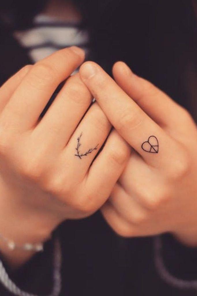 13 Tatuajes Perfectos Para Los Dedos Tatuajes En Los Dedos Pequenos Tatuajes De Dedo Tatuajes En Los Dedos De Corazon