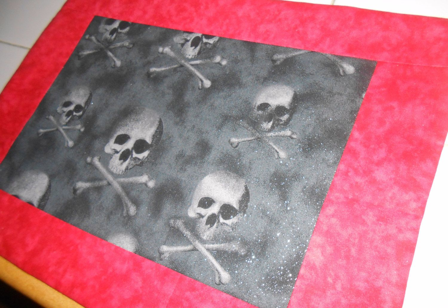 Reversible, Halloween Placemats, Placemat, Set, Trick or Treat, Black, Red, Glittered, Skull,, Decor, Halloween - pinned by pin4etsy.com