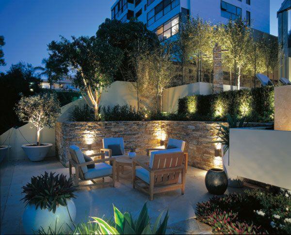 beleuchtung terrasse wasserspiel pflanzen essbereich. Black Bedroom Furniture Sets. Home Design Ideas