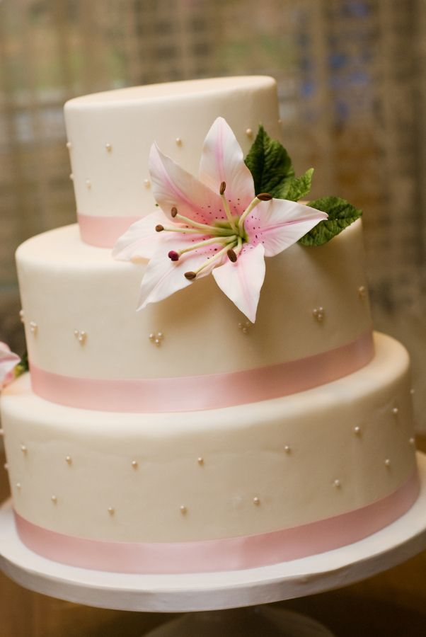 Circle Wedding Cakes With Lillies Gazer Lily Cake Dummy Cake - Wedding Cake Dummy