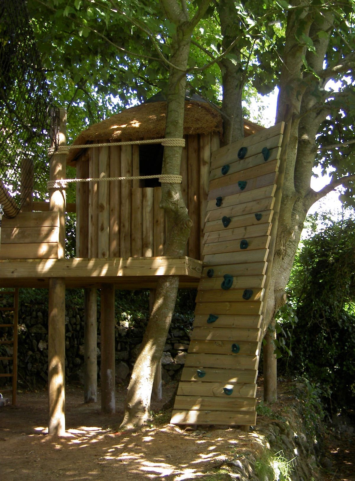 Photos tree house photos by treehouse life treehouse for Simple tree fort ideas