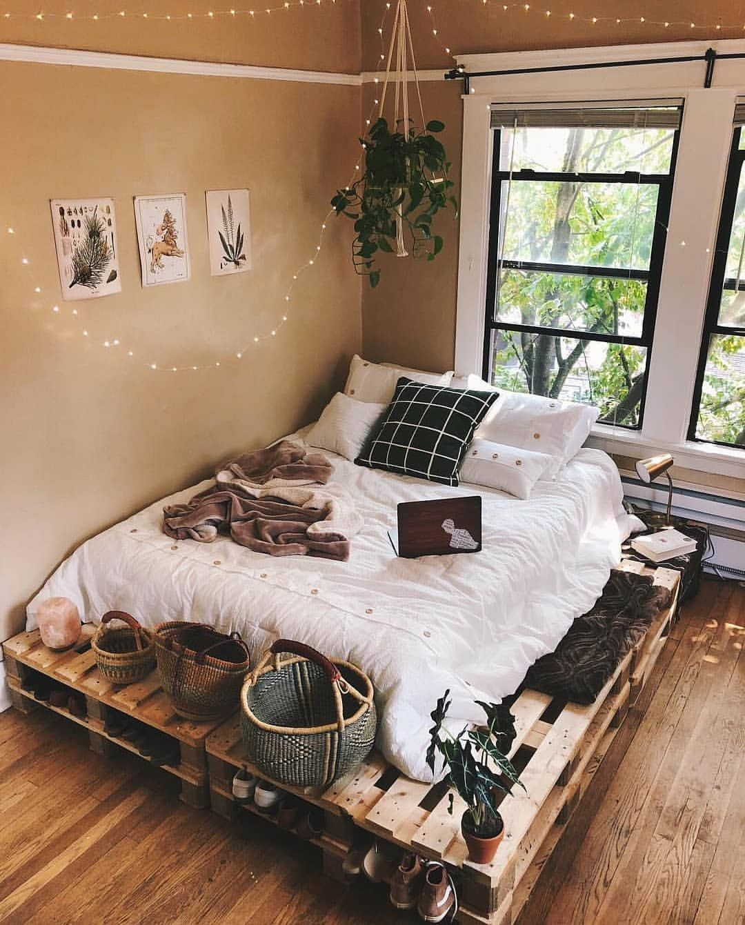 "Photo of MY | BDRM on Instagram: ""Werbung (Verlinkung) · Advertisement (Linking) // ❤ Repost & Credit: @carissalani — Who of you has got a pallet bed or would love to have…"""