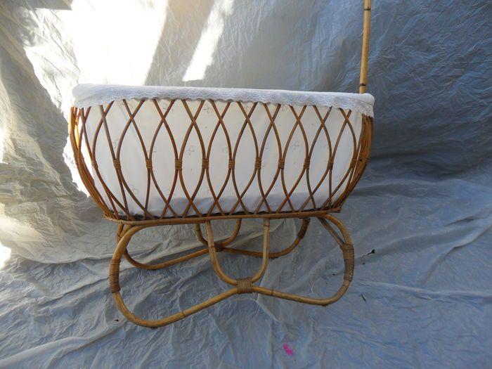Schön rattan stubenwagen mit passenden original matratze