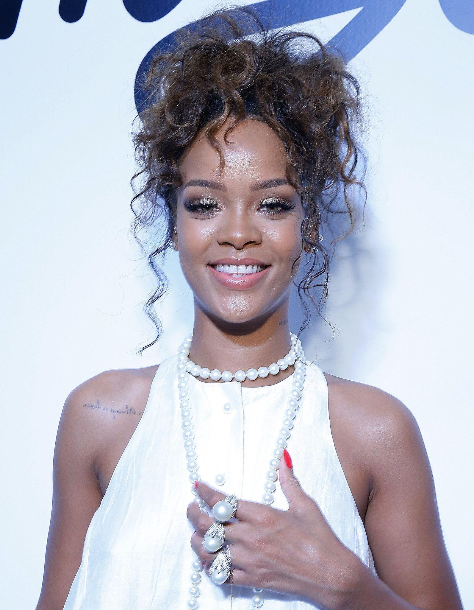 Rihanna At Adam Selman Rihanna Hairstyles Hair Styles Hair
