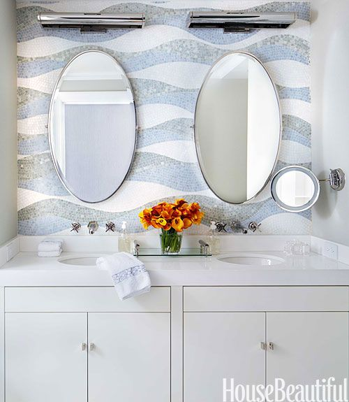 An Apartment With Stunning Details Small Bathroom Solutions Bathroom Solutions Small Bathroom