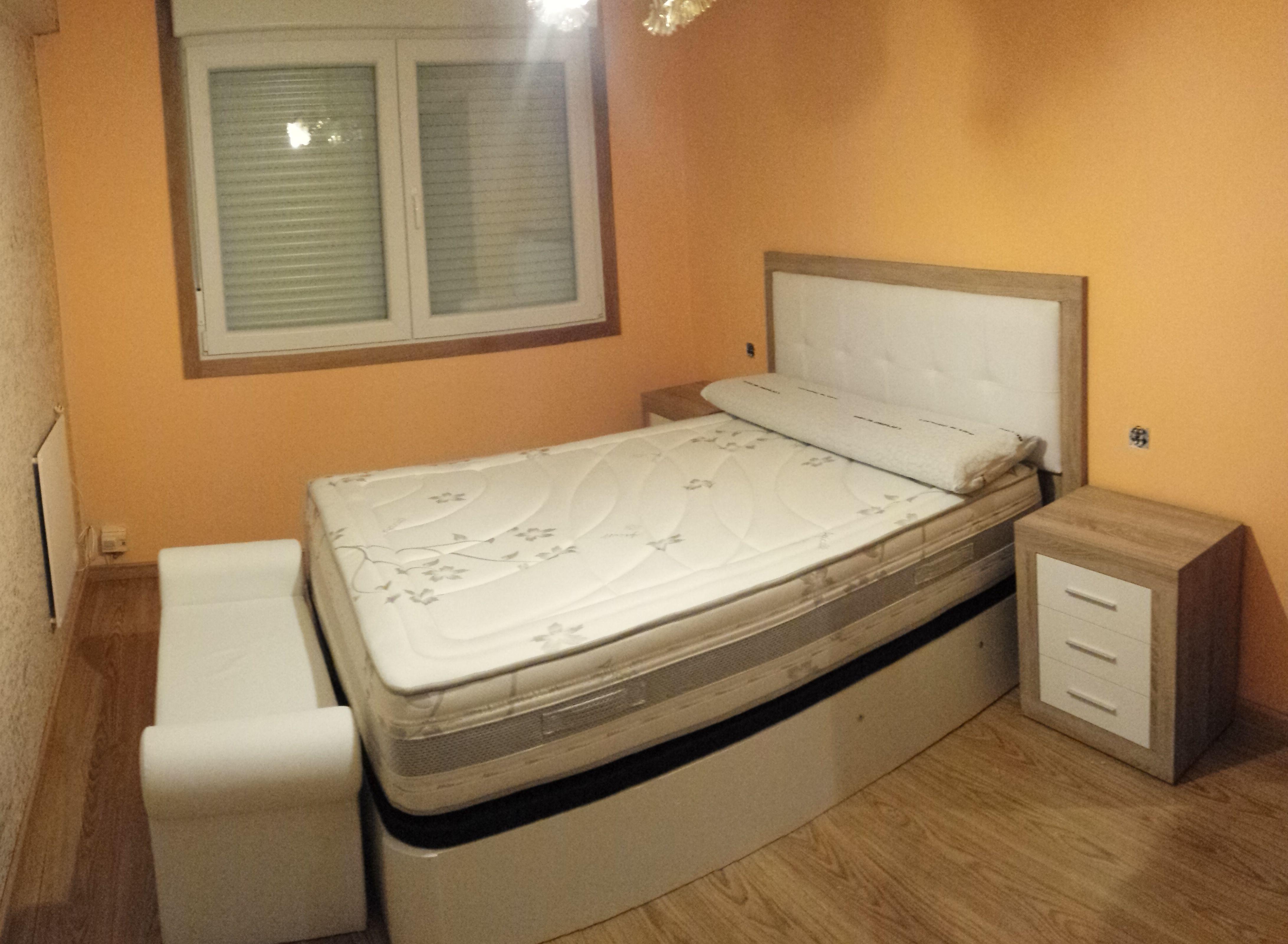 Semicl sico o semimoderno cabezal con acolchado en for Cabezal cama acolchado