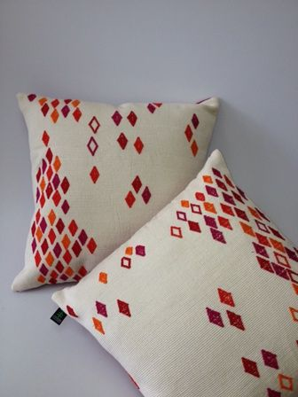 ZH-12 Pillow cover 100% cotton, red rombos on white background