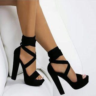 Les Dames, portez des chaussures hautes et tendances
