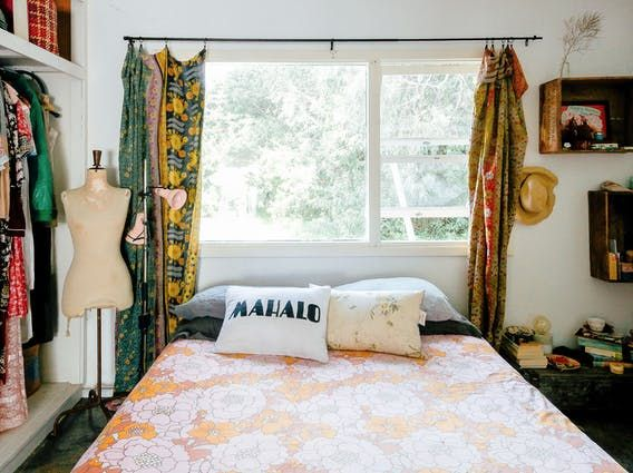 Bec   house is  vintage mix of and surf vibes it painted blush pink there an olive green volkswagen in the driveway surfboards lean by also boho maximalism western australia for home pinterest rh za