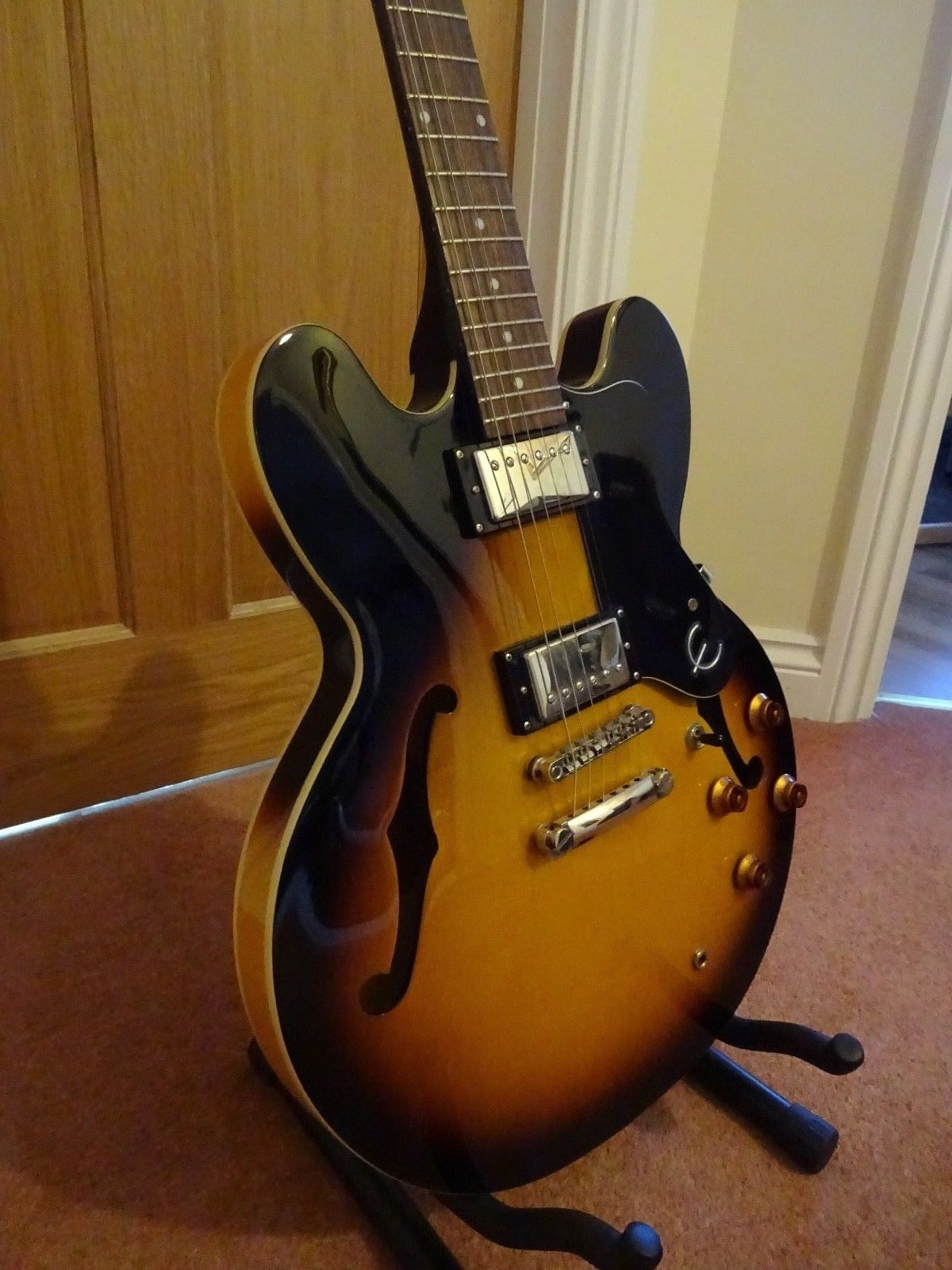 Epiphone Dot 335 Semi Acoustic Electric Guitar In Vintage Sunburst Finish Guitar Acoustic Electric Guitar Cool Electric Guitars