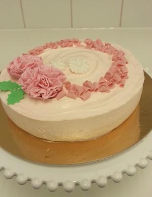 Päivi leipoo: Juustokakku ilman liivatetta Roosanauhapäivään