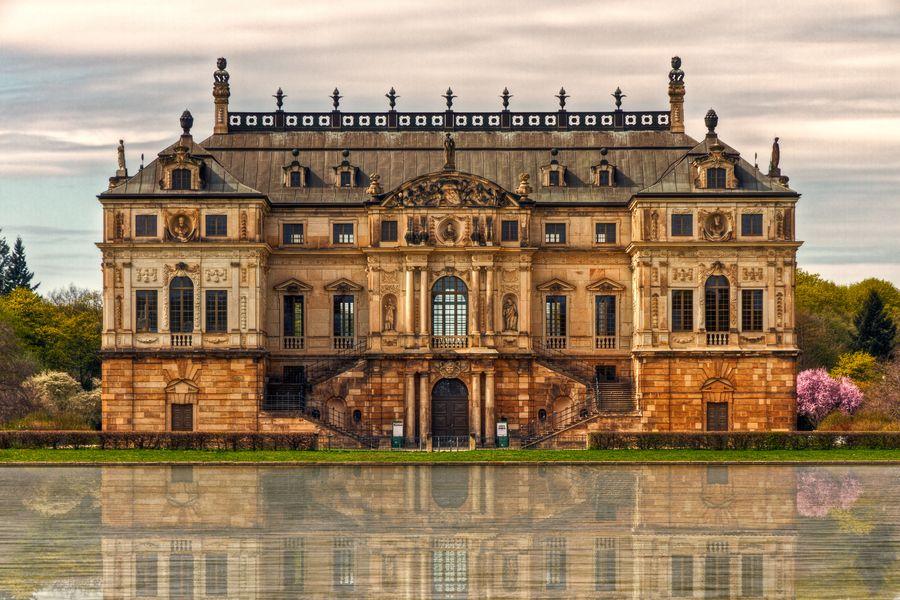 The Palace At Grand Garden In Dresden The Grosser Garten English Great Garden Is A Baroque Style Park In Dresden Palacios Arquitectura