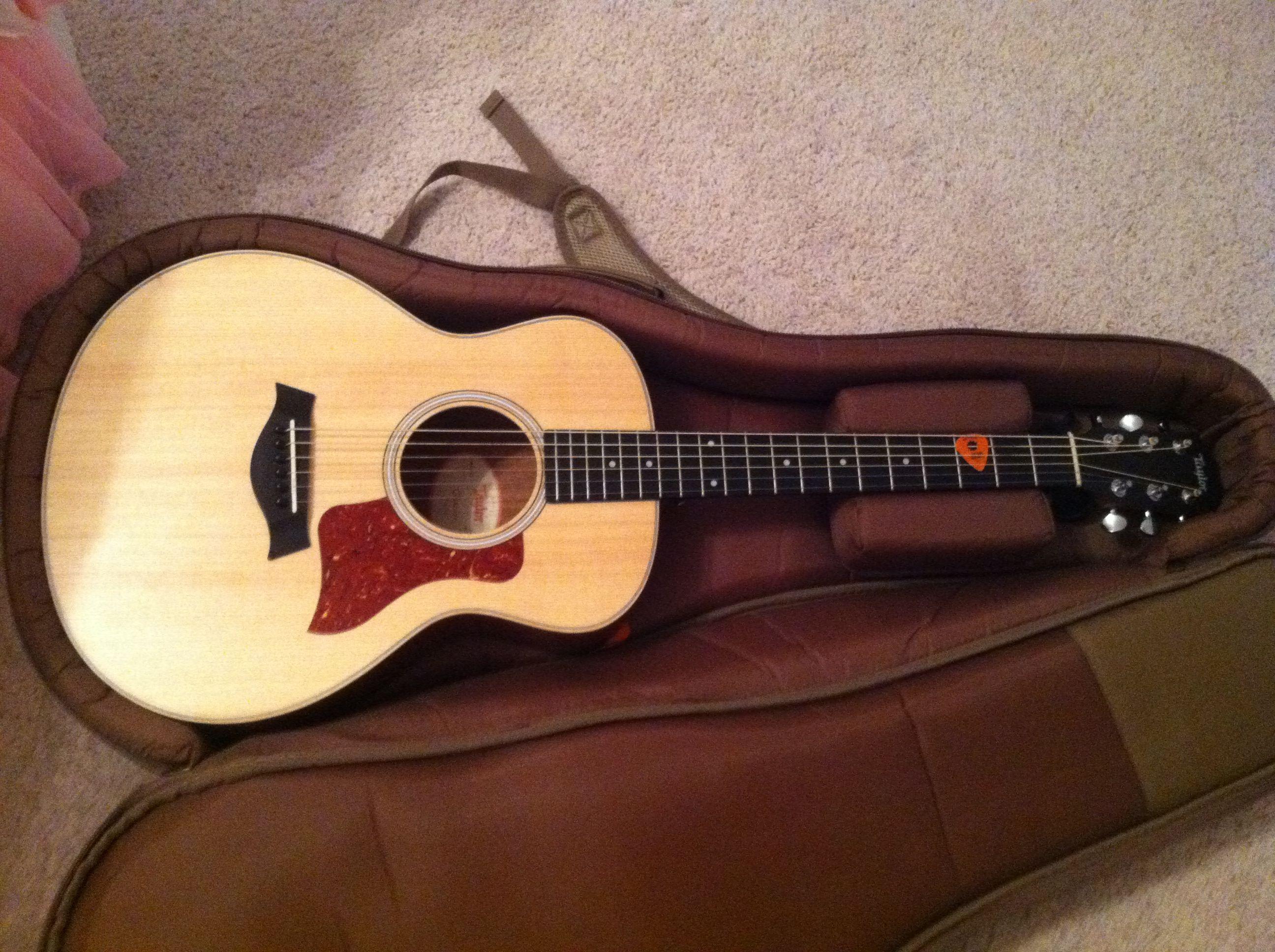 A Taylor Brand Gs Mini Guitar Guitar Mini Flats Top