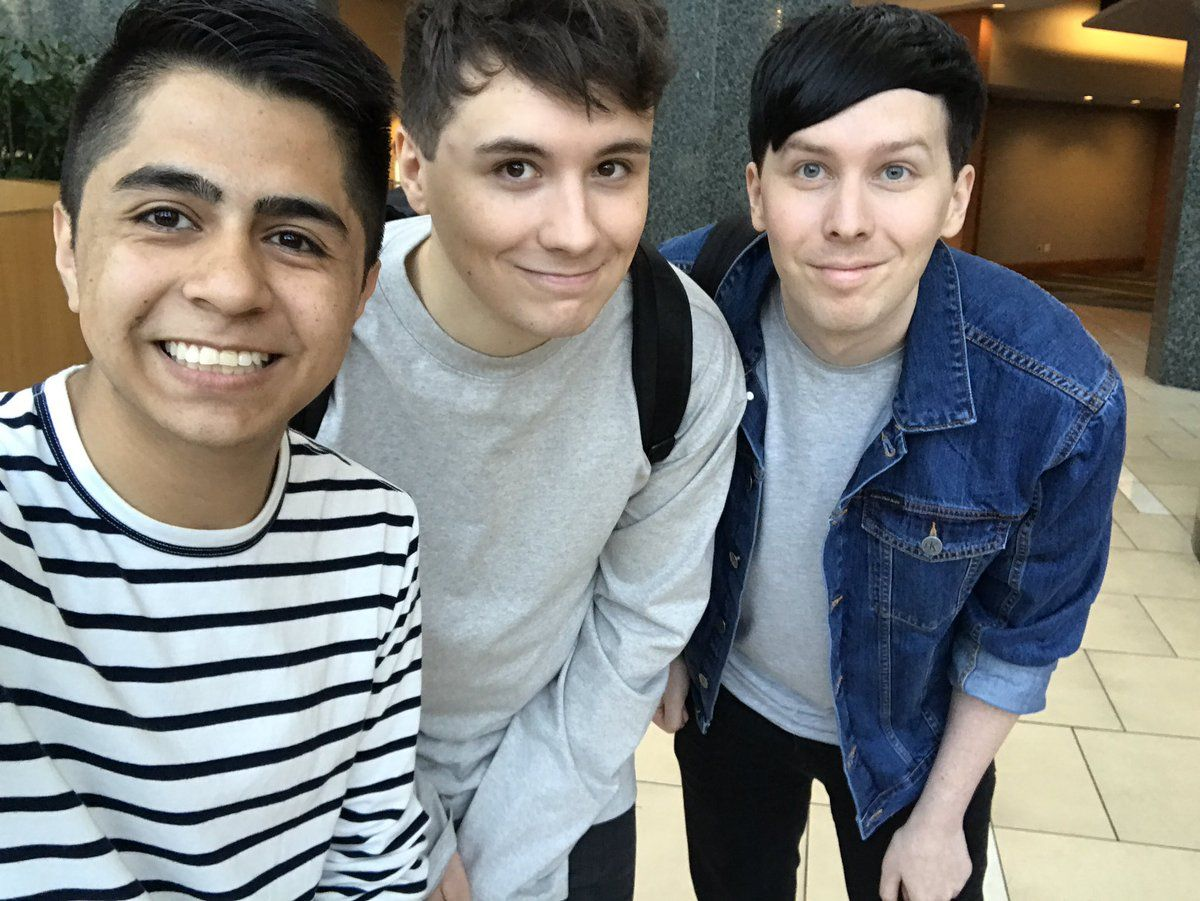 Meet Greet Pics Meetingphan Twitter They All Look Adorable Jsjskdkek Dan And Phil Dan And Phill Phil Lester