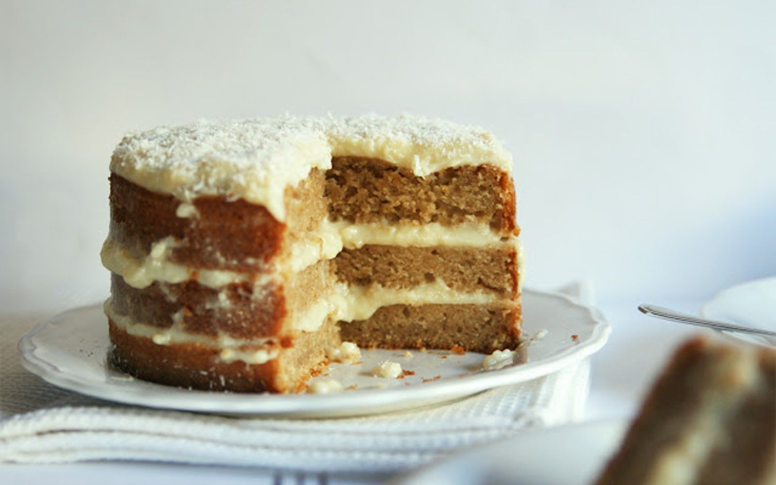 Everyone can agree that any time is a good time for cake! This amazing lemon cake is equal parts sweet and refreshing.