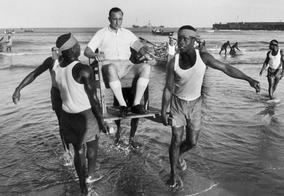 Fabuleux Marc RIBOUD :: Ghana, 1960 | <<Marc RIBOUD>> | Pinterest | Triste  DS59