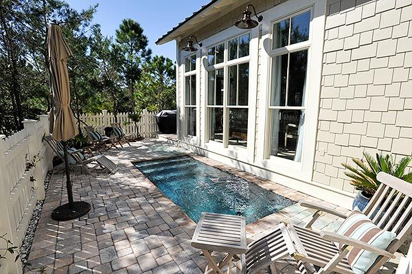 I would be EXTREMELY happy with a little plunge pool like this in my yard! Nothing to big, perfect for a dip to cool down on a hot day!
