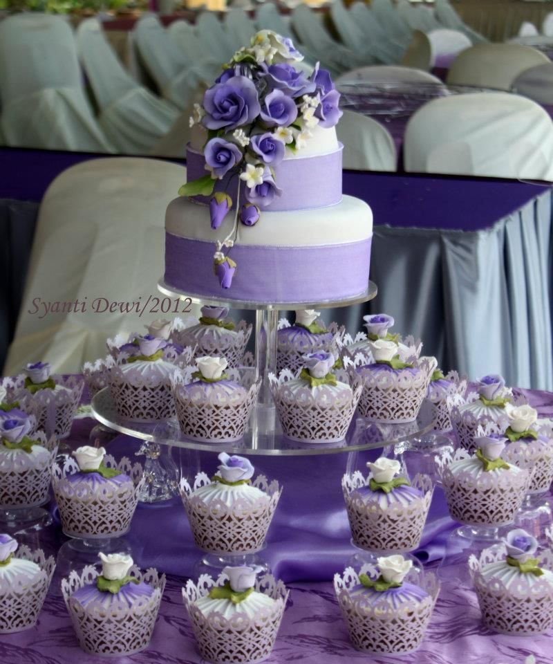 Rumahkue Tie Purple Wedding Cupcake Purple Wedding Cupcakes Lavender Wedding Cake Wedding Cake Roses