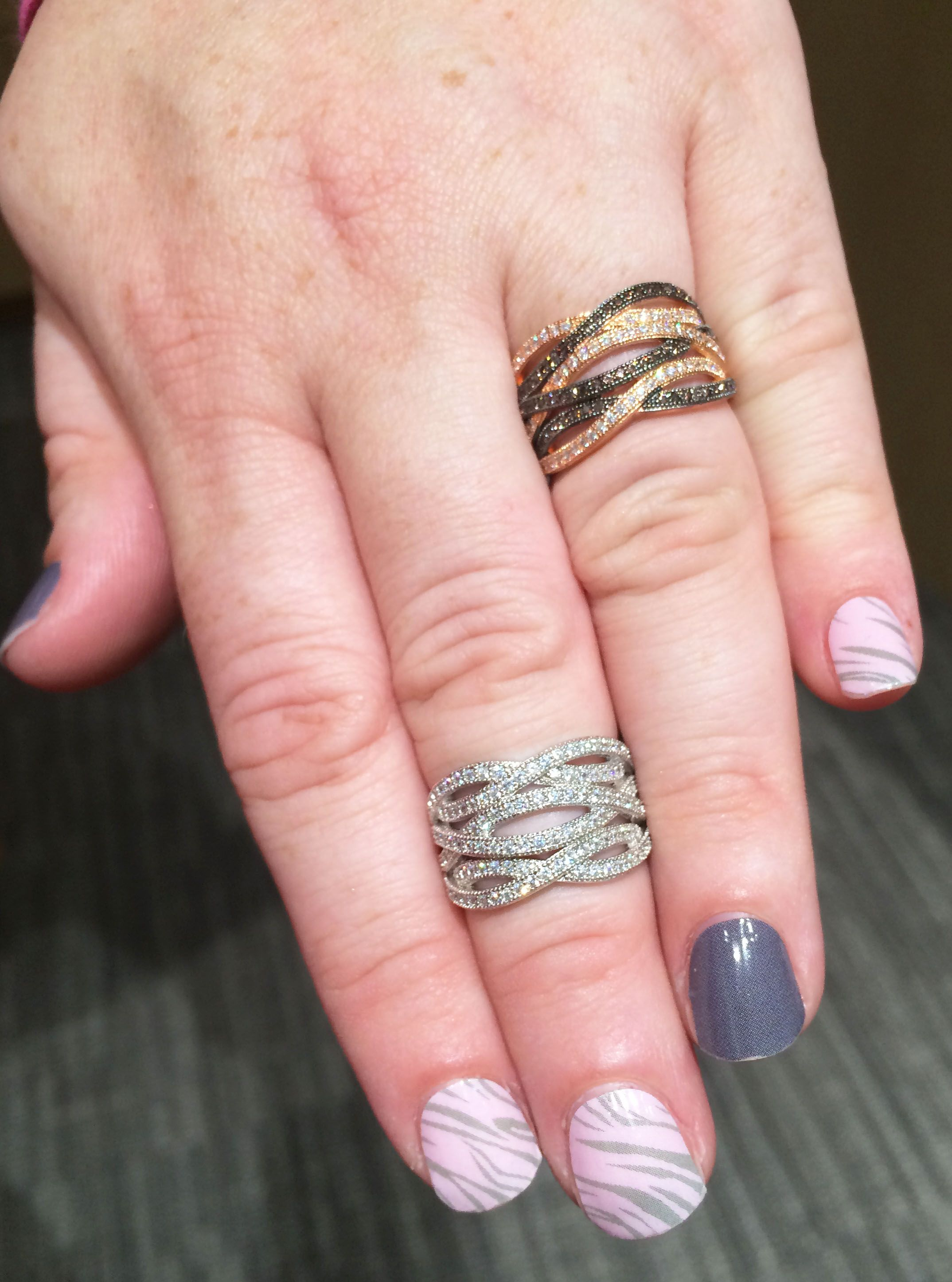 Love the mix of colors! Black, Rose Gold and White Gold. Such a ...