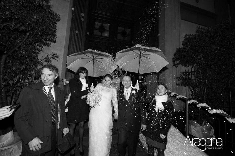 La pioggia al matrimonio. Pronte con il piano B? Avete preparato l'ombrello per la sposa? | Elena Colonna Atelier