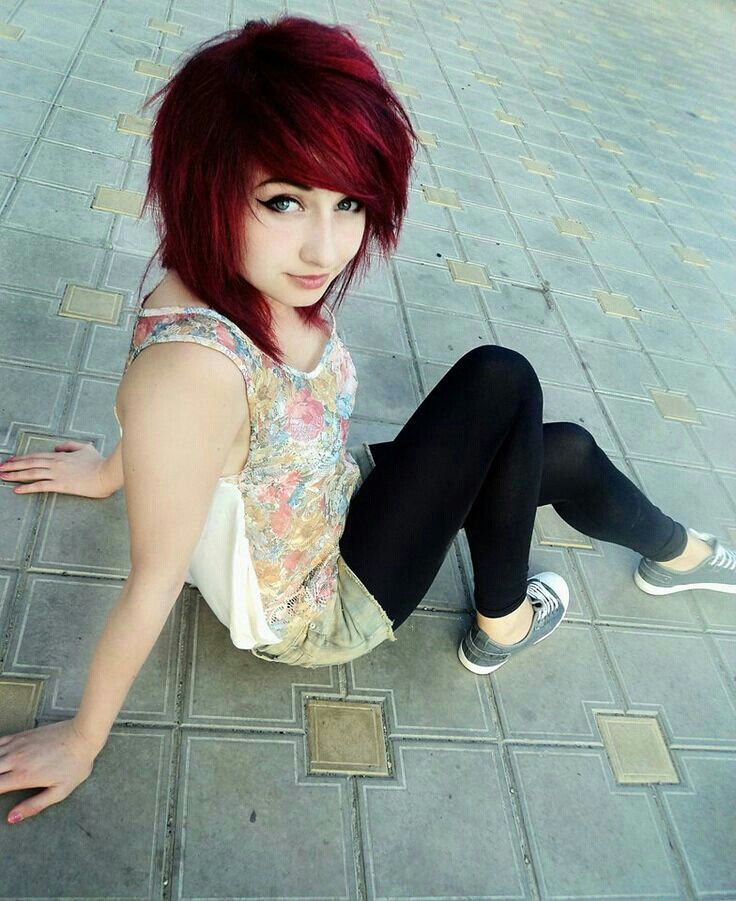Photo of Short length emo hair omg she's so adorable with a edgy loo…