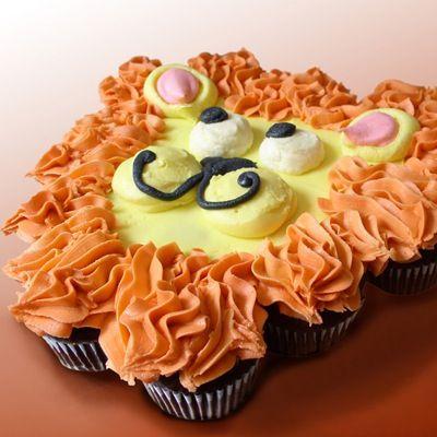 Lion cupcake cake!!! Great for a safari birthday!