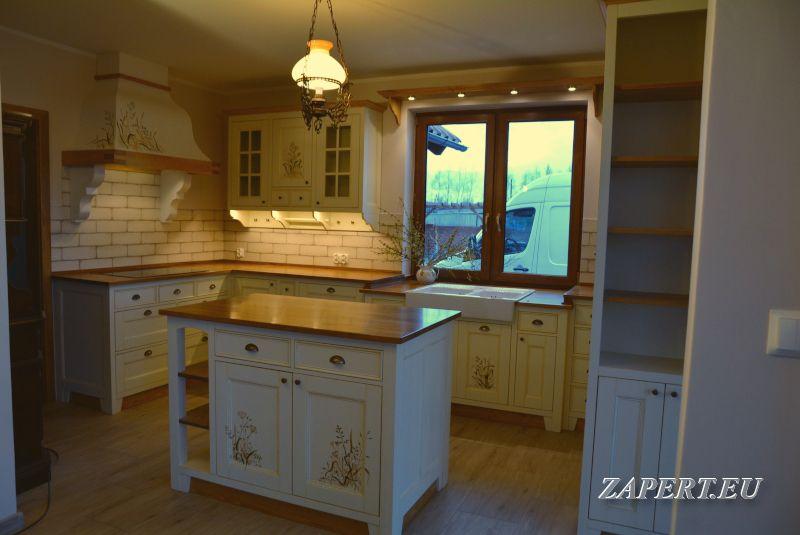 Kuchnia Z Wyspa W Stylu Rustykalnym Kitchen Cabinets Home Kitchen