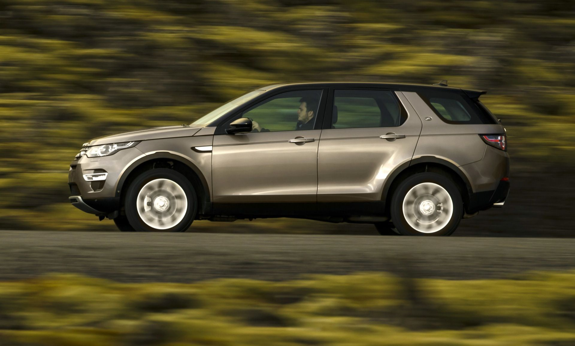 Get the latest reviews of the 2016 Land Rover Discovery