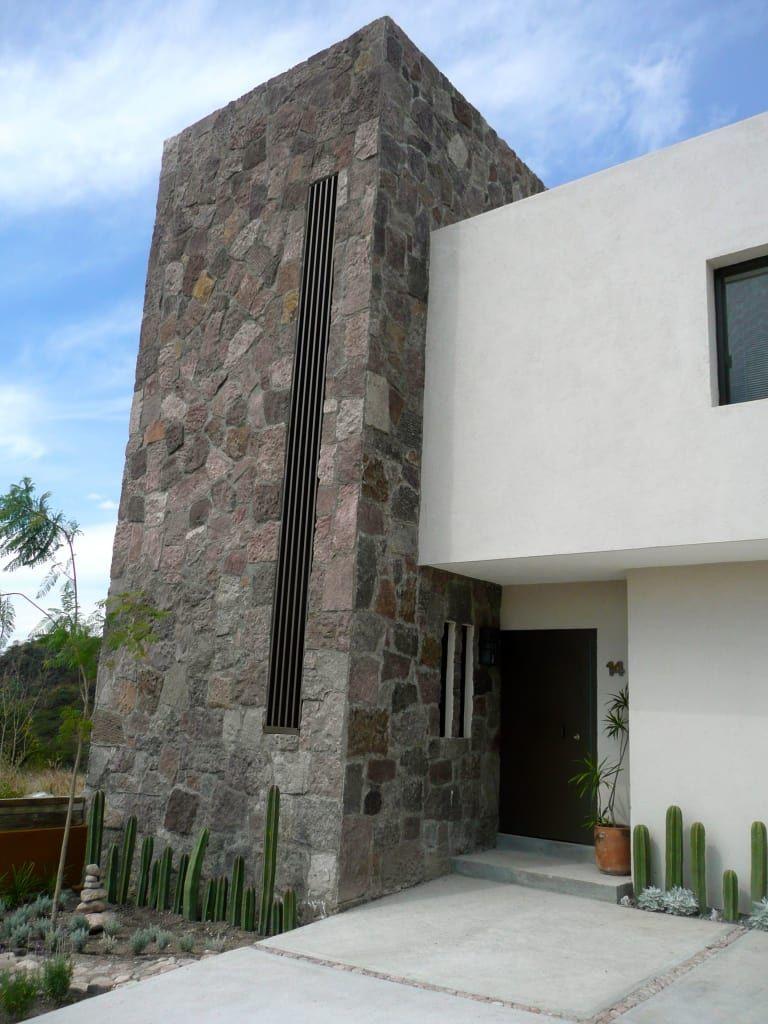 Casa Torre De Piedra Alberto M Saavedra Casas Eclécticas Homify Arquitectura Fachadas De Casas Modernas Frontis De Casas