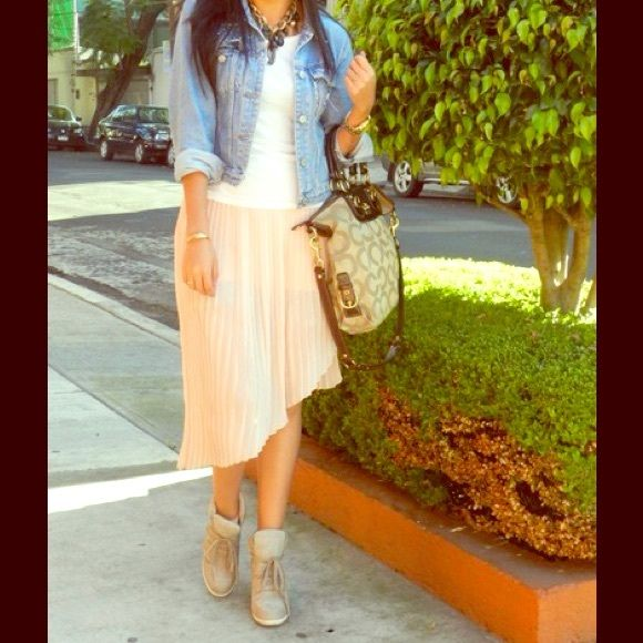 High low skirt Very feminine skirt. Soft pink color, full lined. ( the first pic is not the skirt but it's very similar) Tildon Skirts High Low