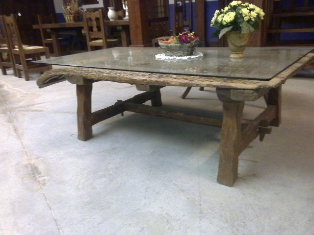 Exposicion de productos artesanos de el arca de ambroz for Mesas hechas con puertas antiguas