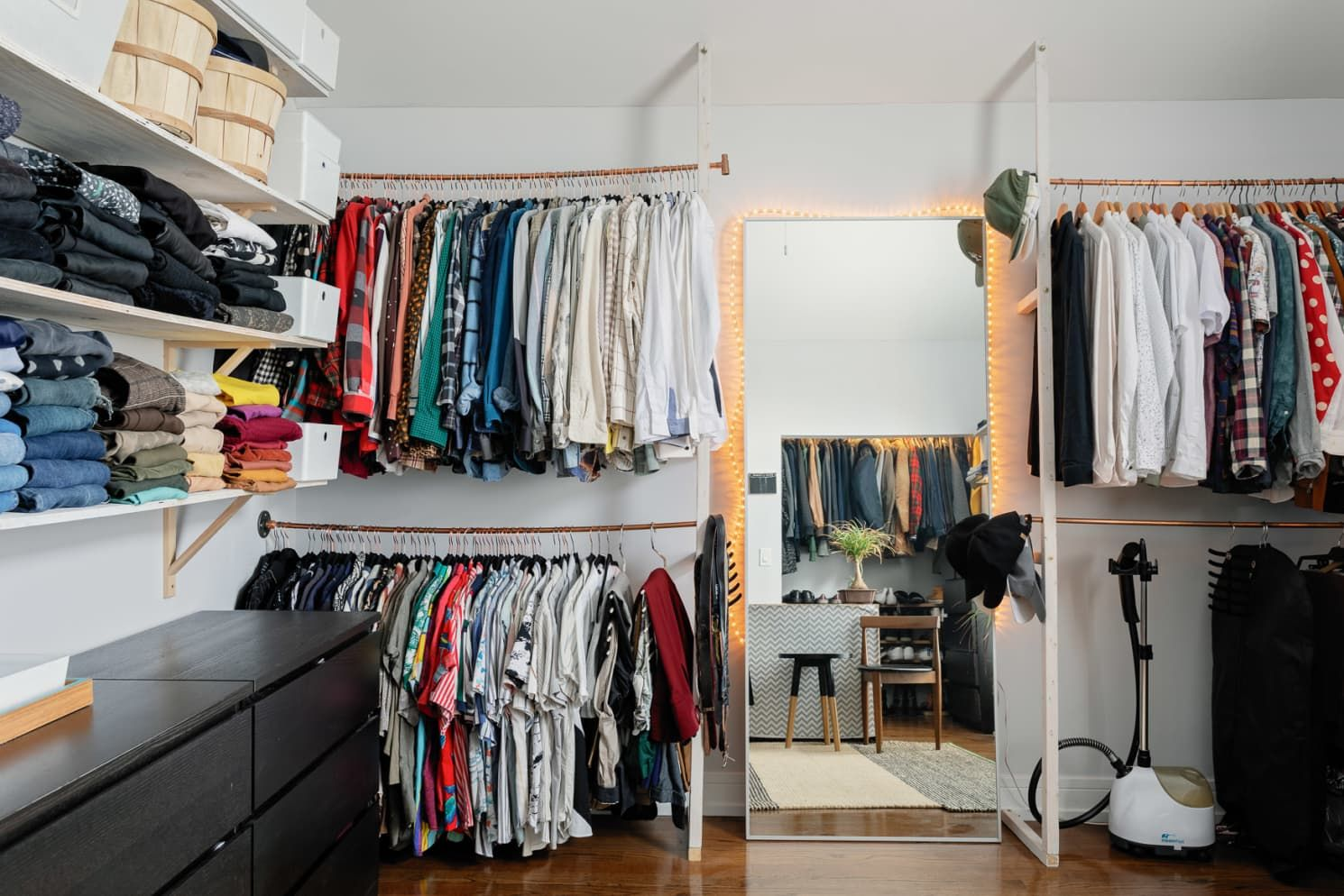 First Time Homeowners Diyed An Awesome Walk In Dressing Room Dressing Room Design Room Design Dressing Room Mirror