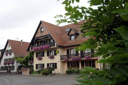 Hotel Restaurant A L'Etoile Mittelhausen The hotel-restaurant L'Etoile is located in a calm, rural village 18 kilometers from Strasbourg, at the very crossroads of Europe and offers warm and friendly accommodation.