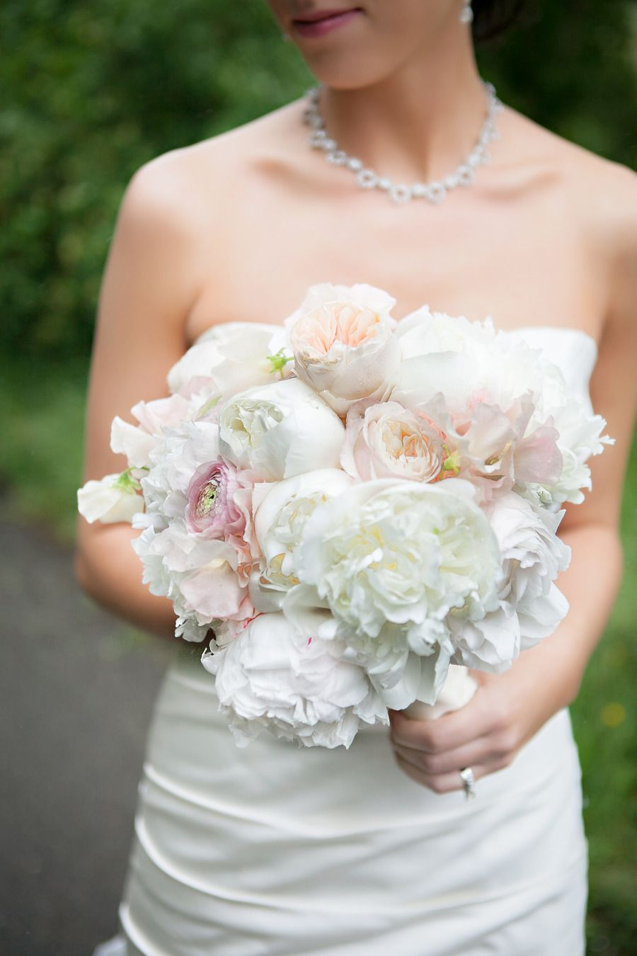 This is the type of wedding I love to share. There is just something about the feeling I get from each gorgeous image fromMelissa Beck Photography, that leaves me chomping at the bit to get it up on the screens of our lovely SMP readers. With the bountiful blooms bySayles Livingston Flowersand the perfectly New…