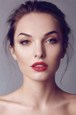 Seductive Wedding Makeup With Bold Red Lip