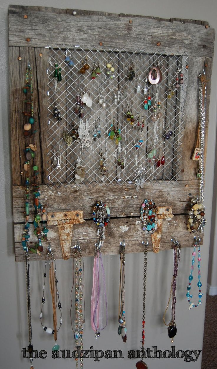 Craft Show Displays For Jewelry Love This Reclaimed Barn Wood Jewellery Display Wood Jewelry Display Diy Jewelry Holder Jewelry Organizer Diy