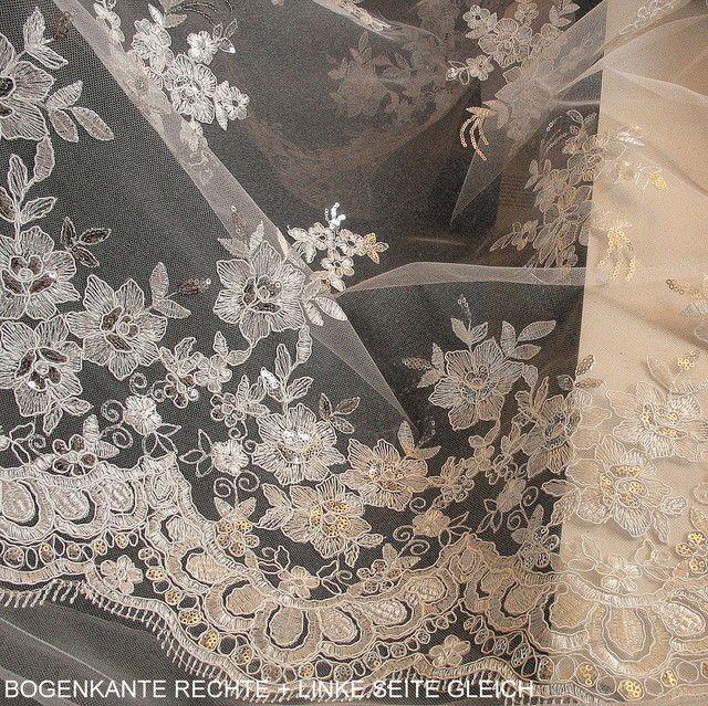 Blumen Spitze auf Tüll in Weiß mit Mini Pailletten in Silber ...