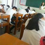 上学时,老师深情地读完一长篇课文后。。。是不是这样子滴…
