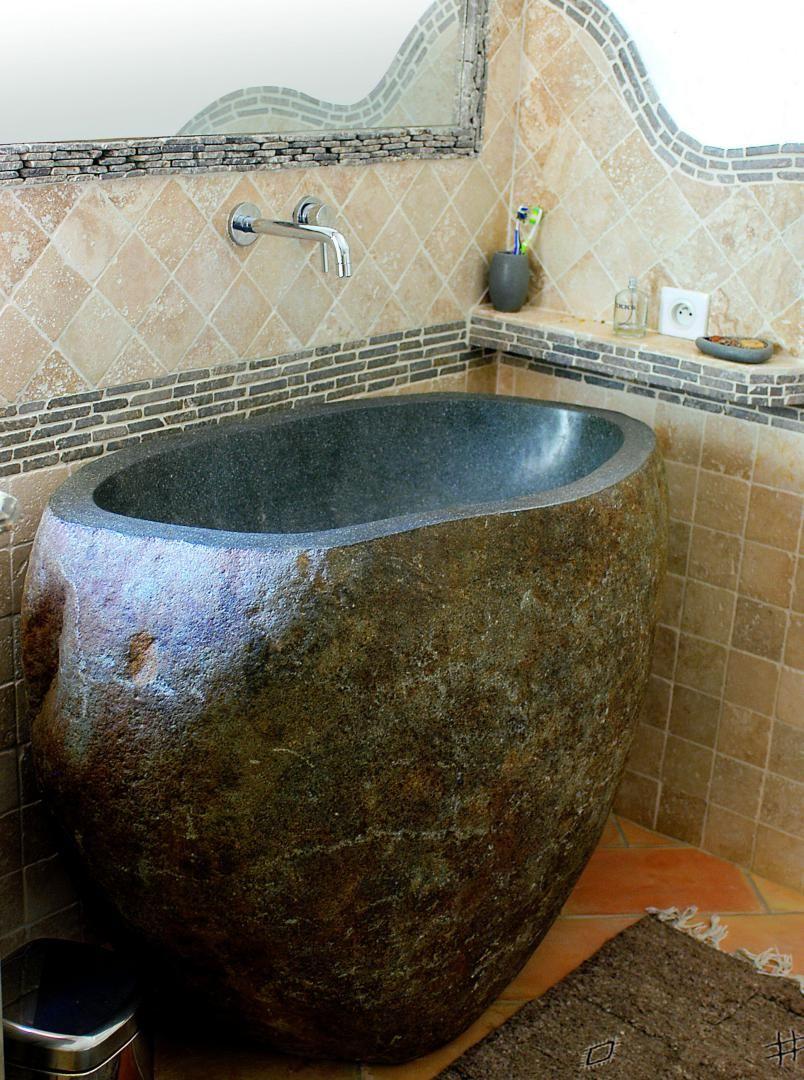 coin d 39 eau vasque sur pied en galet de rivi re travertin 10x10 beige frise en pierre. Black Bedroom Furniture Sets. Home Design Ideas