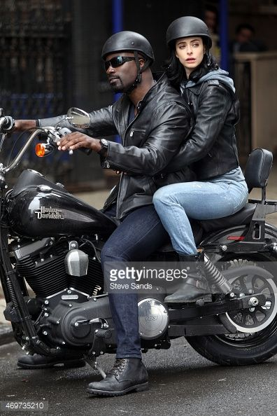 469735210-mike-colter-as-luke-cage-and-krysten-ritter-gettyimages.jpg (396×594)
